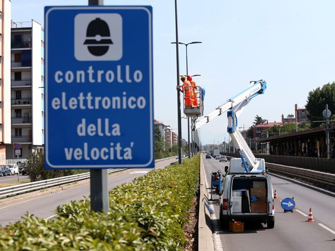 Milano, i giudici bocciano il Comune: «Multe illegali dopo novanta  giorni»