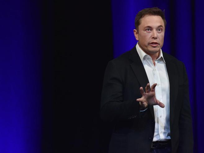 Elon Musk  cancella le pagine Facebook di Tesla e Space X e al Corriere dice: «Tengo Instagram»