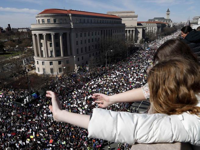 Fiume ragazzi in marcia a Washington contro le armi: «Noi si