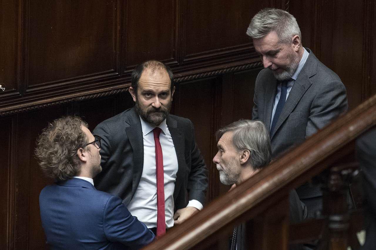 Camere abbracci e commozione l elezione di fico e for Deputati del pd