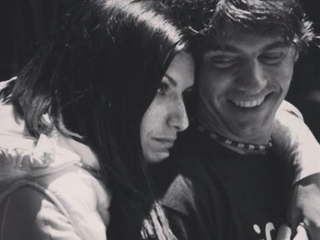 «Mi esplode il cuore quando parlo di noi». La dichiarazione d'amore di Laura Pausini al compagno