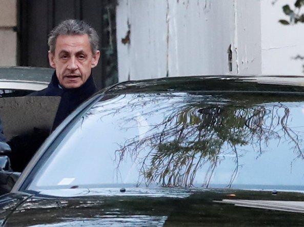 Francia, Sarkozy rinviato a giudizio per corruzione