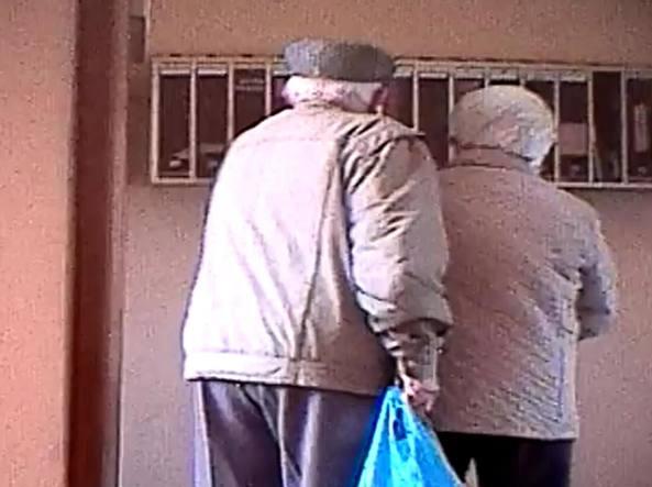 Nonni minacciano di morte nipoti, arrestati ultraottantenni