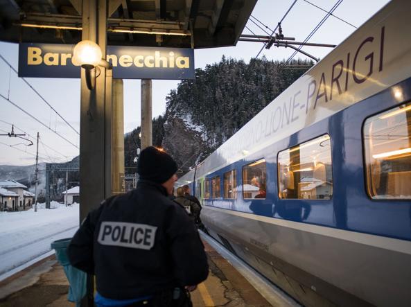 Bardonecchia, agenti della dogana francese fanno irruzione nei locali Rainbow4Africa