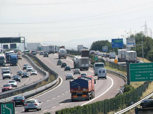 Mattinata di code e traffico in A4: due incidenti