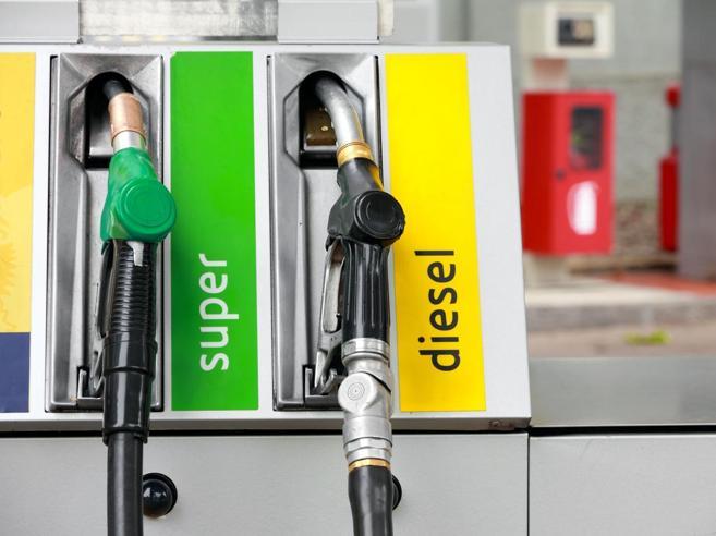 La grande truffa della benzina illegale Ogni anno tra 2 e 4 miliardi di evasione