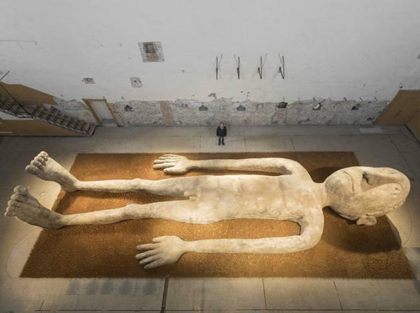 Gabriele picco a brescia l 39 installazione del fachiro - Fachiro letto di chiodi ...