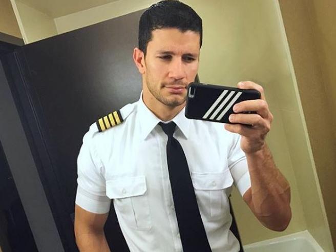 Ecco Isai Ortiz, il pilota d'aereo più bello del mondo