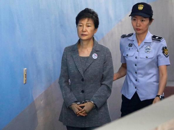 L'ex presidente della Corea del Sud condannata a 24 anni per corruzione
