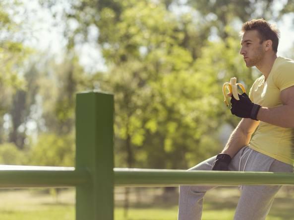 Durante l'allenamento meglio una banana rispetto agli sport drink
