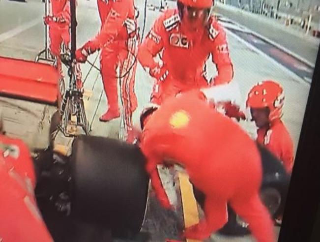 Ferrari, disastro Raikkonen in Bahrain: investe un meccanico ai box e si ritira