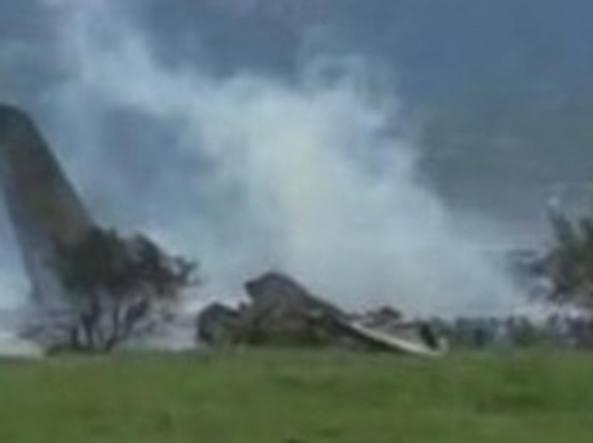 Algeria, si schianta aereo militare: si temono 200 morti