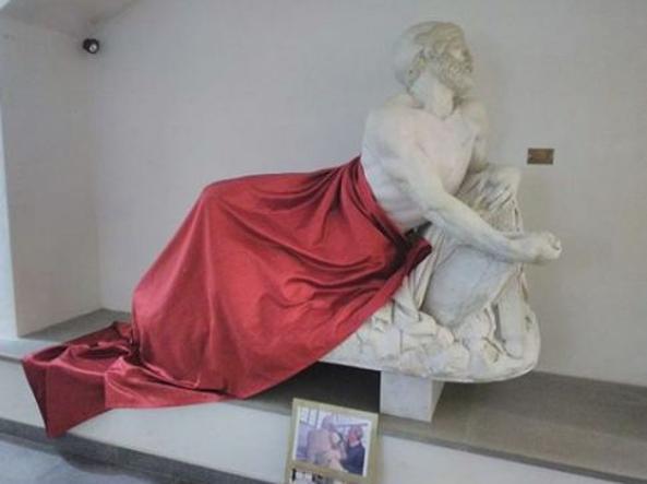 Savona, statua di Epaminonda coperta per non offendere gli islamici