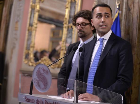 Governo, Toninelli ribadisce il no a Berlusconi: