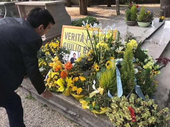 Foto Martina su tomba Regeni, la madre: