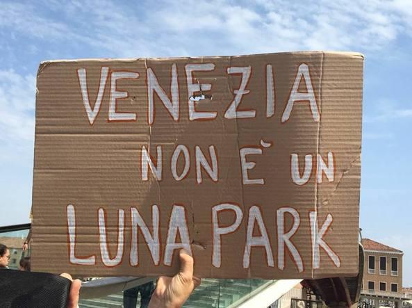 VeniceLand: a Venezia attivati i tornelli contro il turismo d'assalto