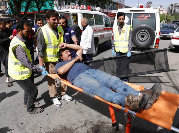 Afghanistan, doppio attacco kamikaze a Kabul: almeno 21 morti