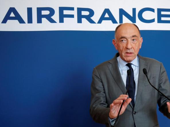 Air France, i dipendenti bocciano l'accordo e il numero uno si dimette