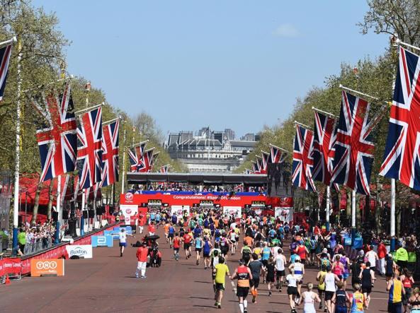 Maratona Londra, italiano batte l'oro olimpico con un
