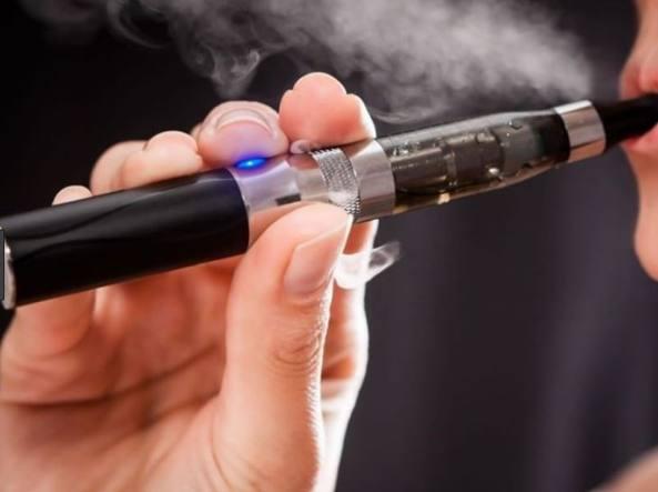 Sigaretta elettronica esplode, frammenti gli trafiggono il cranio: muore a 38 anni