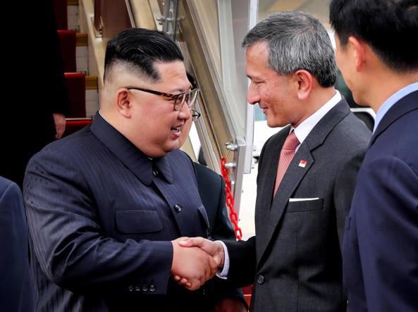 Singapore, storica stretta di mano tra Trump e Kim
