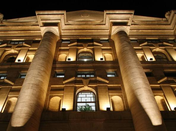 Borsa: Milano svetta in Europa, spread in calo