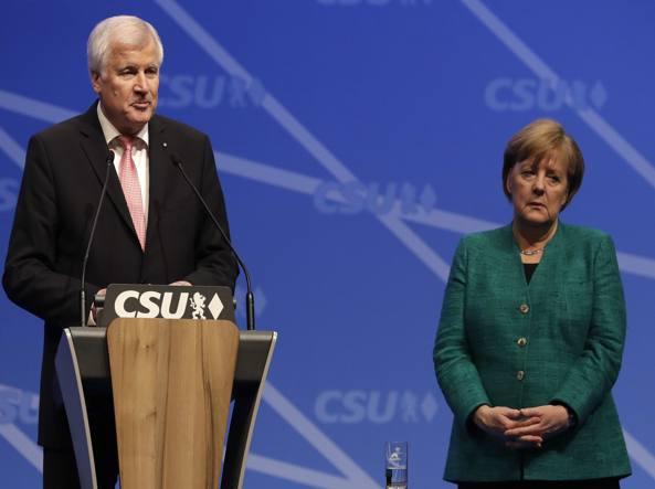 Migranti: Merkel per una soluzione Ue