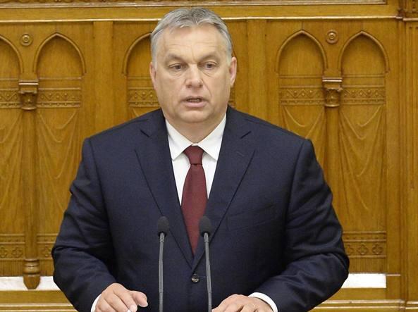 Ungheria, il no ai migranti va in Costituzione