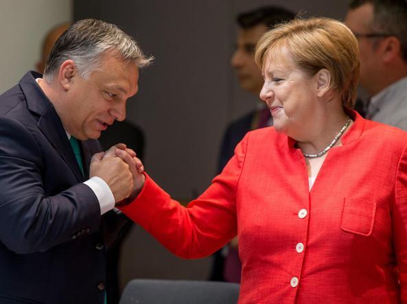 La cancelliera tedesca Angela Merkel 63 anni con il premier ungherese Viktor Orbán 55 a Bruxelles