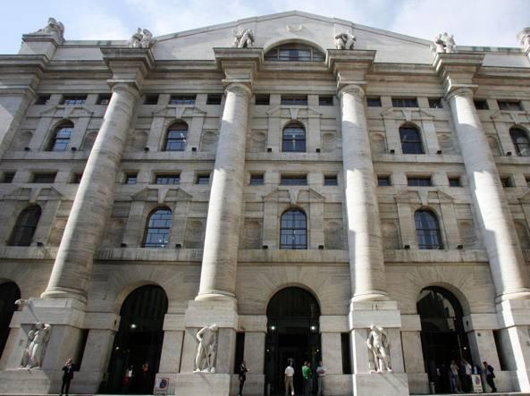 Borsa Milano giù con dazi e Recordati
