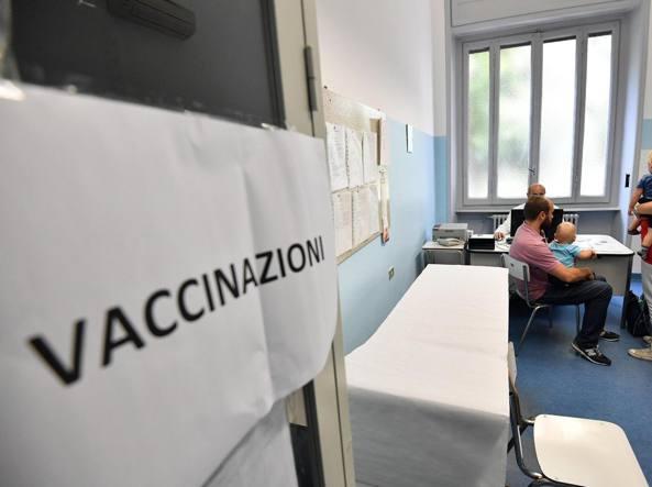 Vaccini, basterà l'autocertificazione per poter entrare in classe a settembre