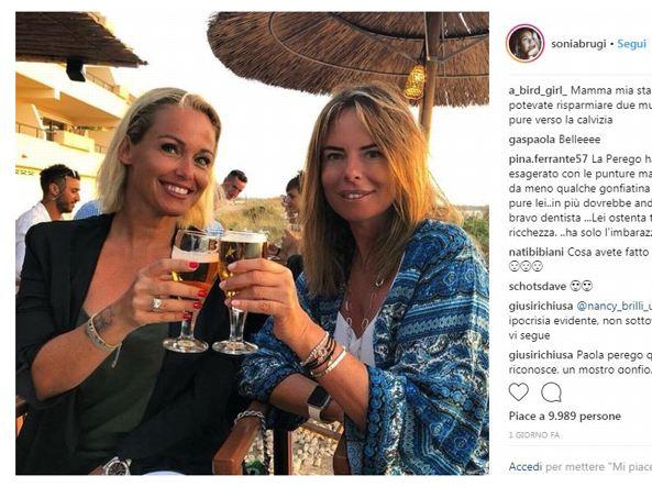 Sonia Bruganelli e la foto con Paola Perego, i social scatenati: