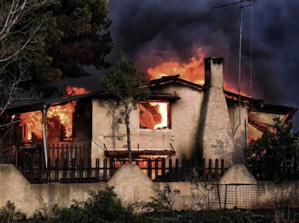 Grecia: in fuga da incendi,'Ue ci aiuti' - Ultima Ora