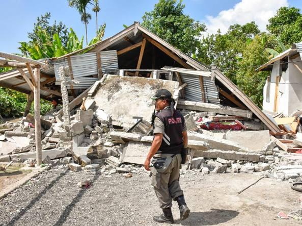 Indonesia, sisma fa almeno 10 morti e 40 feriti
