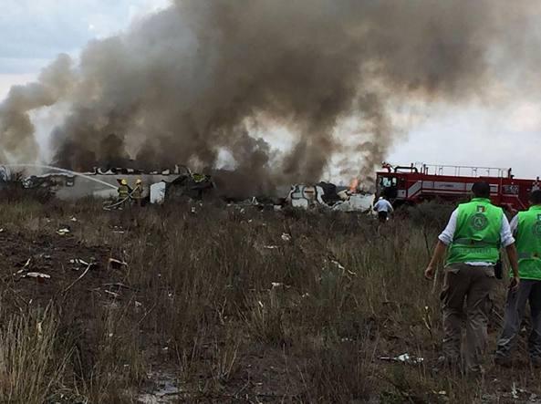 Schianto aereo in Messico. A bordo oltre 100 persone