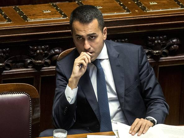 Piazza Affari in calo a -1,73%. Lo spread torna a quota 250