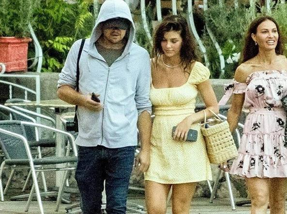 Di Caprio a passeggio con Camila la fidanzata modella in Costiera Amalfitana