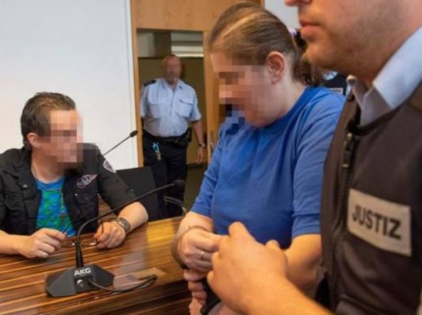Abusavano del figlio e lo vendevano ai pedofili sul dark web: condannati