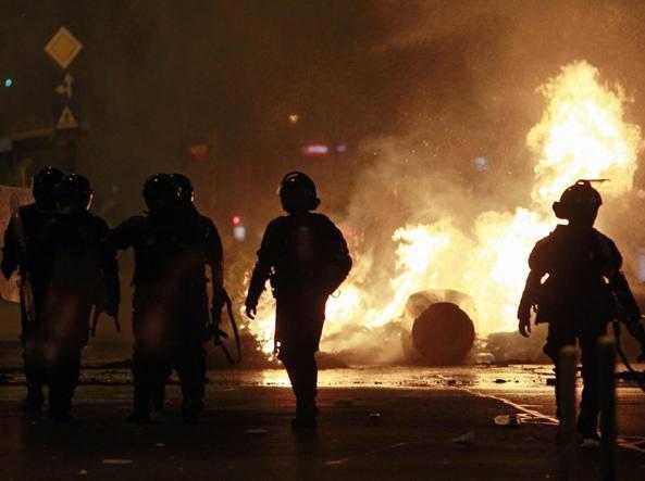 Violenti scontri Bucarest, il presidente critica la polizia