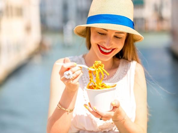 Alimenti: uno studio boccia la dieta povera di carboidrati