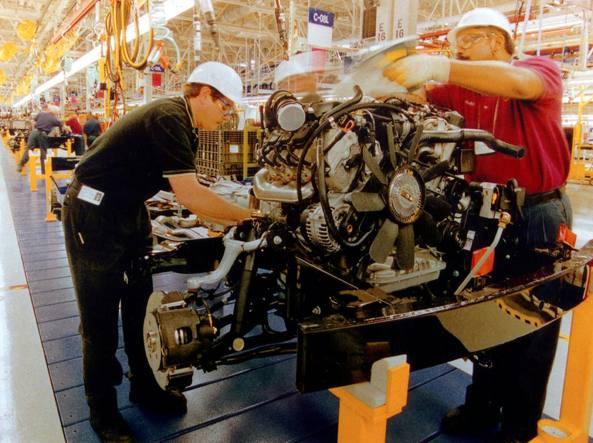Istat, giù la produzione industriale