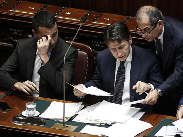 Il ministro e la carta dell'Iva per fronteggiare le promesse dei partiti