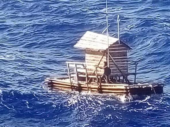 Ragazzo di 19 anni sopravvive 49 giorni su una zattera nell'Oceano Indiano