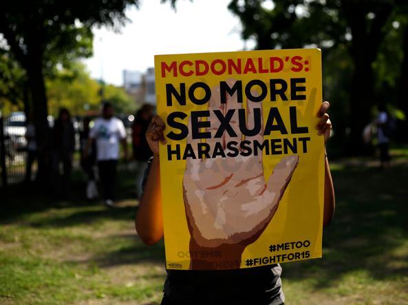 Una manifestazione  per i diritti delle donne a Chicago (Ap)
