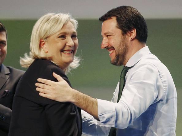 Matteo Salvini con Marine Le Pen nel 2016 a Milano