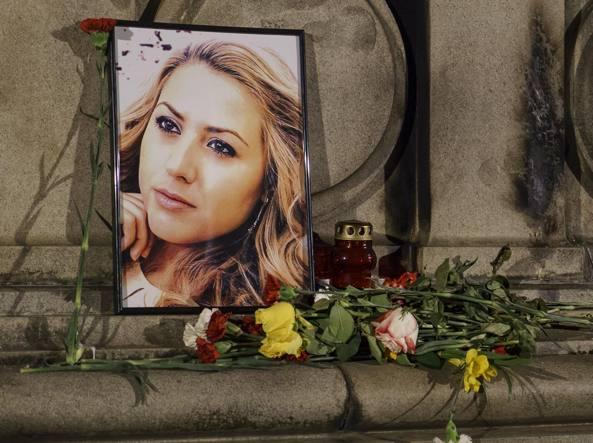 Giornalista stuprata e brutalmente assassinata: indagava su uno scandalo sui fondi UE