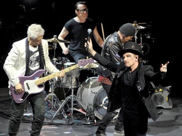 U2 in concerto a Milano: Bono Vox ringrazia Emma Marrone