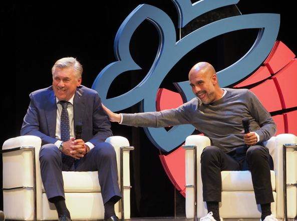 Maestri Carlo Ancelotti e Pep Guardiola assieme sul palco del Festival di Trento assieme ad Arrigo Sacchi hanno discusso sul tema la bellezza del calcio