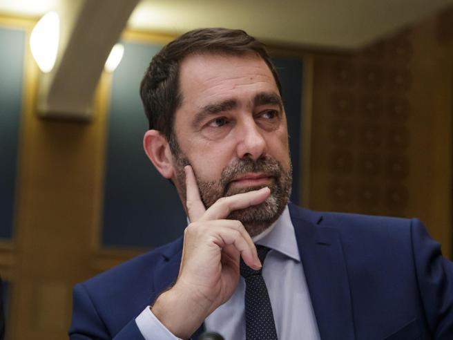 Macron prova a rilanciarsi col rimpastoIl fedelissimo Castaner va all'Interno