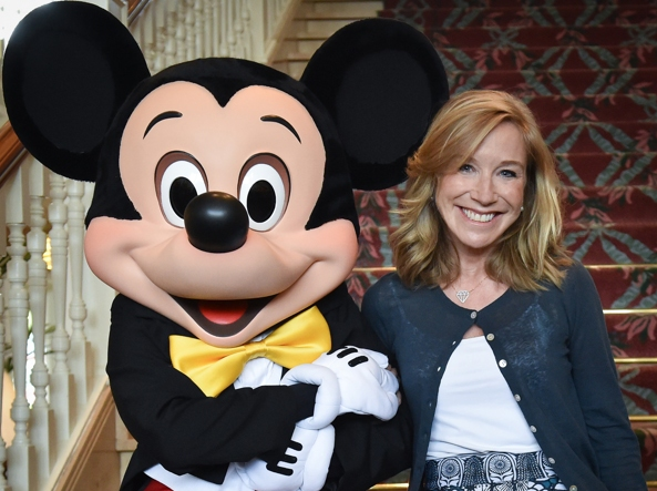 Catherine Powell con il «boss», Mickey Mouse